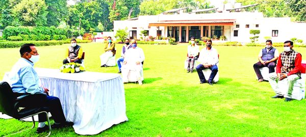 J&K Casual Labourers' delegation meets Dr Jitendra, highlights issues