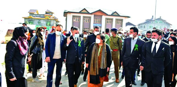 CJ visits district court Pulwama; interacts with officers, Bar members