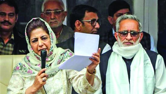 Will hold flag of erstwhile J&K state, tricolour together: Mehbooba