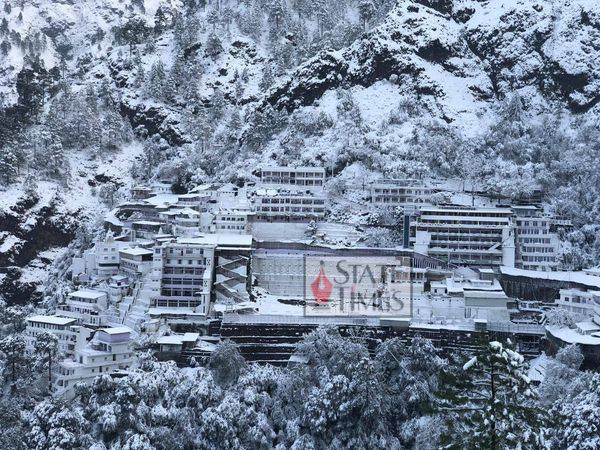 Fresh snowfall at #ShriMataVaishnoDevi Shrine at Katra