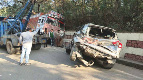 Uncontrolled truck rams into 3 vehicles, doctor among two injured