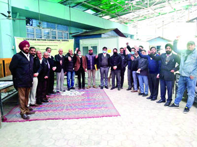 Lawyers' protest demanding open entry in courts continues unabated