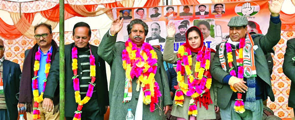 Thakur should justify restrictions on sale of land in HP: Congress