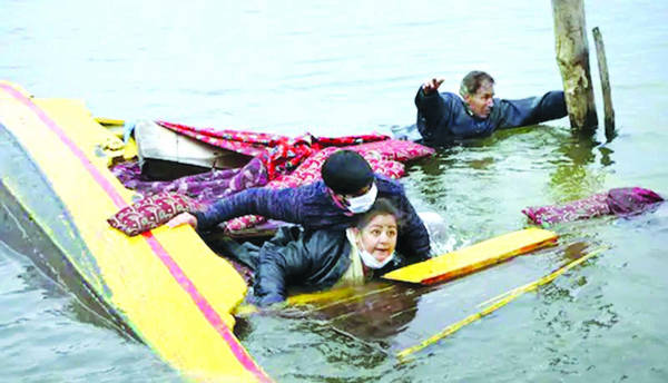 Boat carrying BJP workers, media persons capsizes in Dal Lake during DDC polls campaign