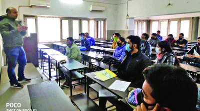 SR College conducts workshop for IAS aspirants