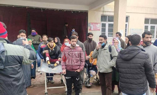 Four civilians injured in grenade attack by terrorists in Baramulla