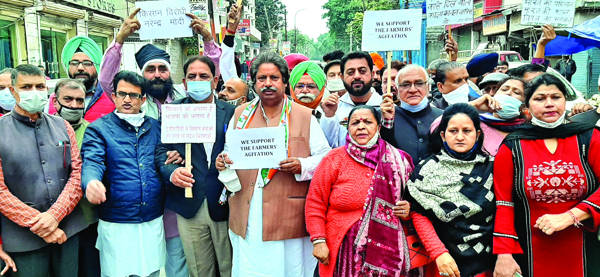 New laws solve none of structural issues in agriculture, throw whole sector to Corporates: Bhalla