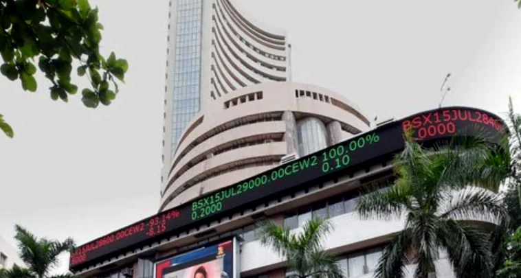 Sensex, Nifty scale fresh peaks; bank, IT stocks shine